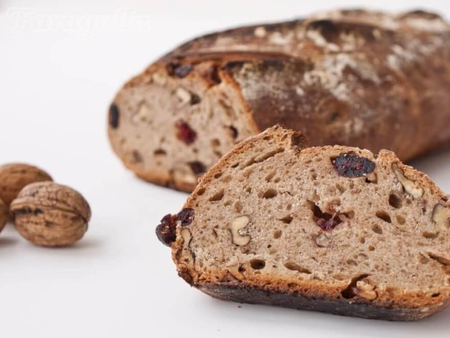 Pan de centeno, nueces y arándanos de Faragulla