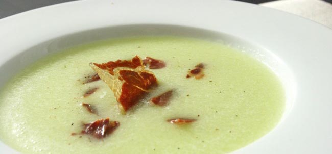Sopa fría de melón con jamón ibérico